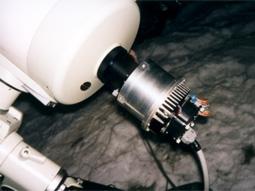 Photo de la caméra CCD Audine monter sur le porte occulaire d'une lunette astronomique