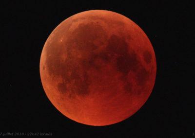 Photo de la lune rousse lors d'une éclipse lunaire